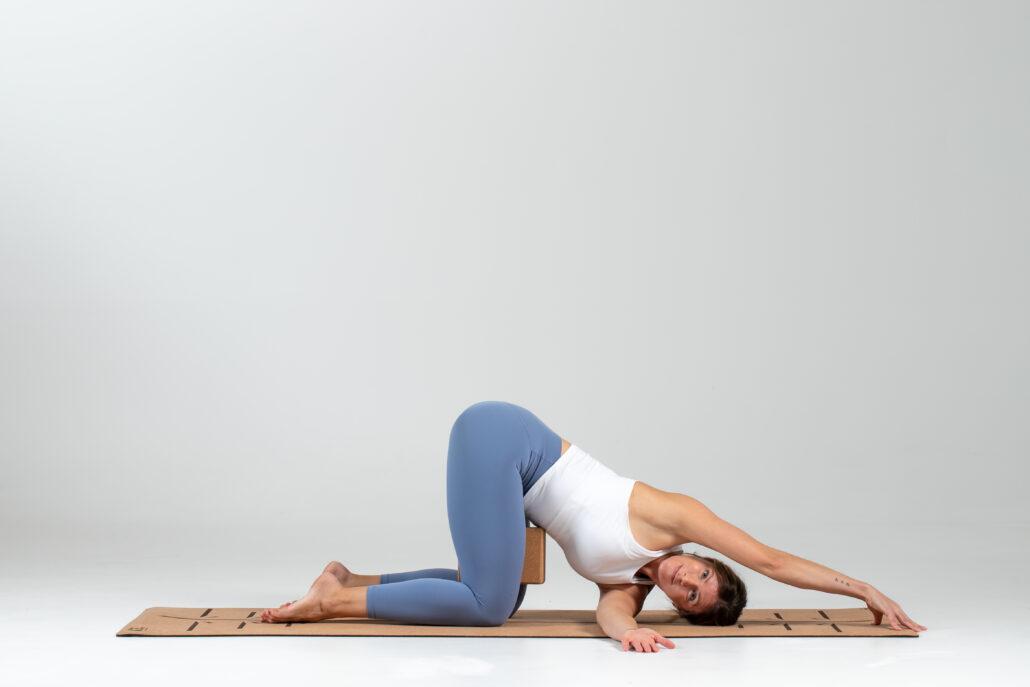 modification block between thighs